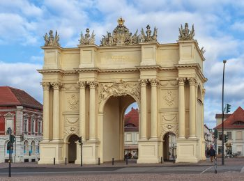 Potsdam_-_Brandenburger_Tor_-_Feldseite_-_2013